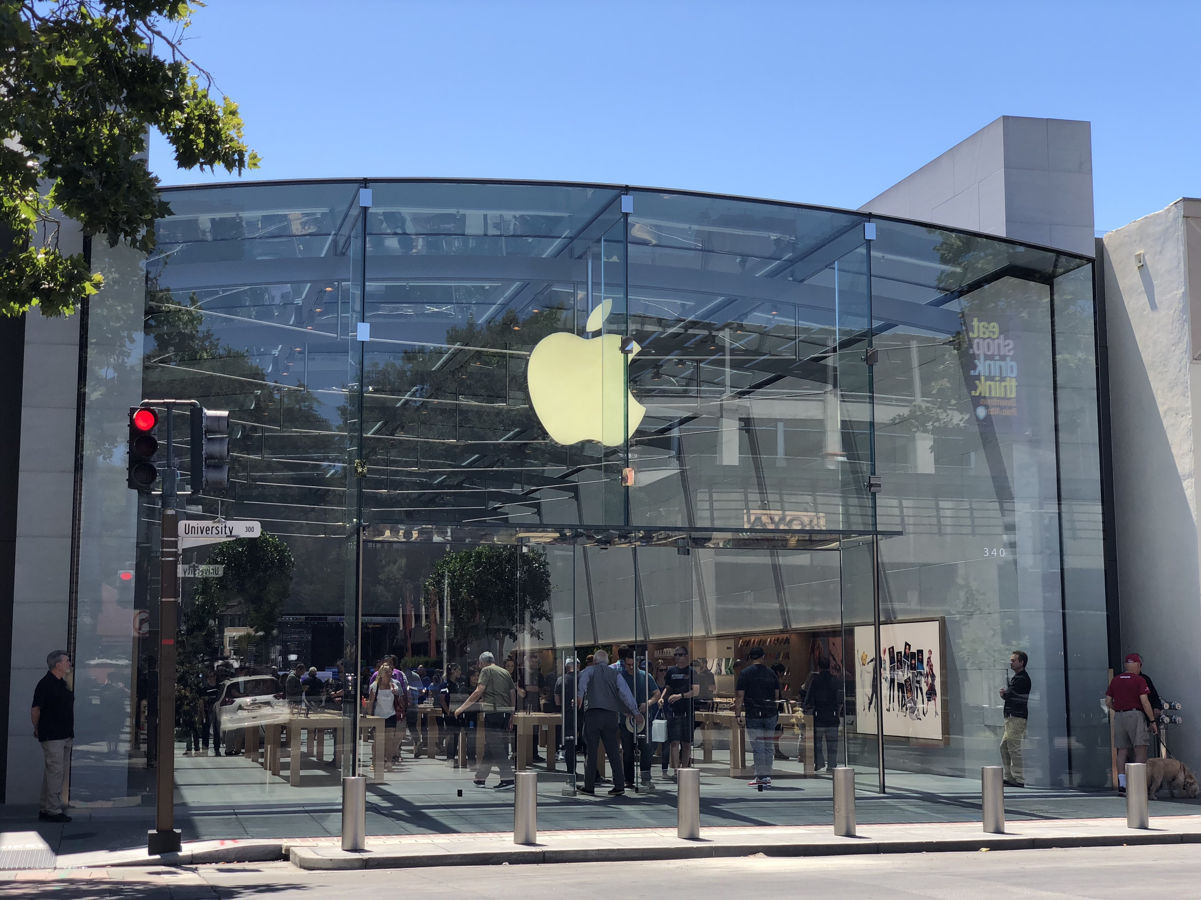 Store Metal Gallery Apple S Renovated Palo Alto Store Blends Latest Retail