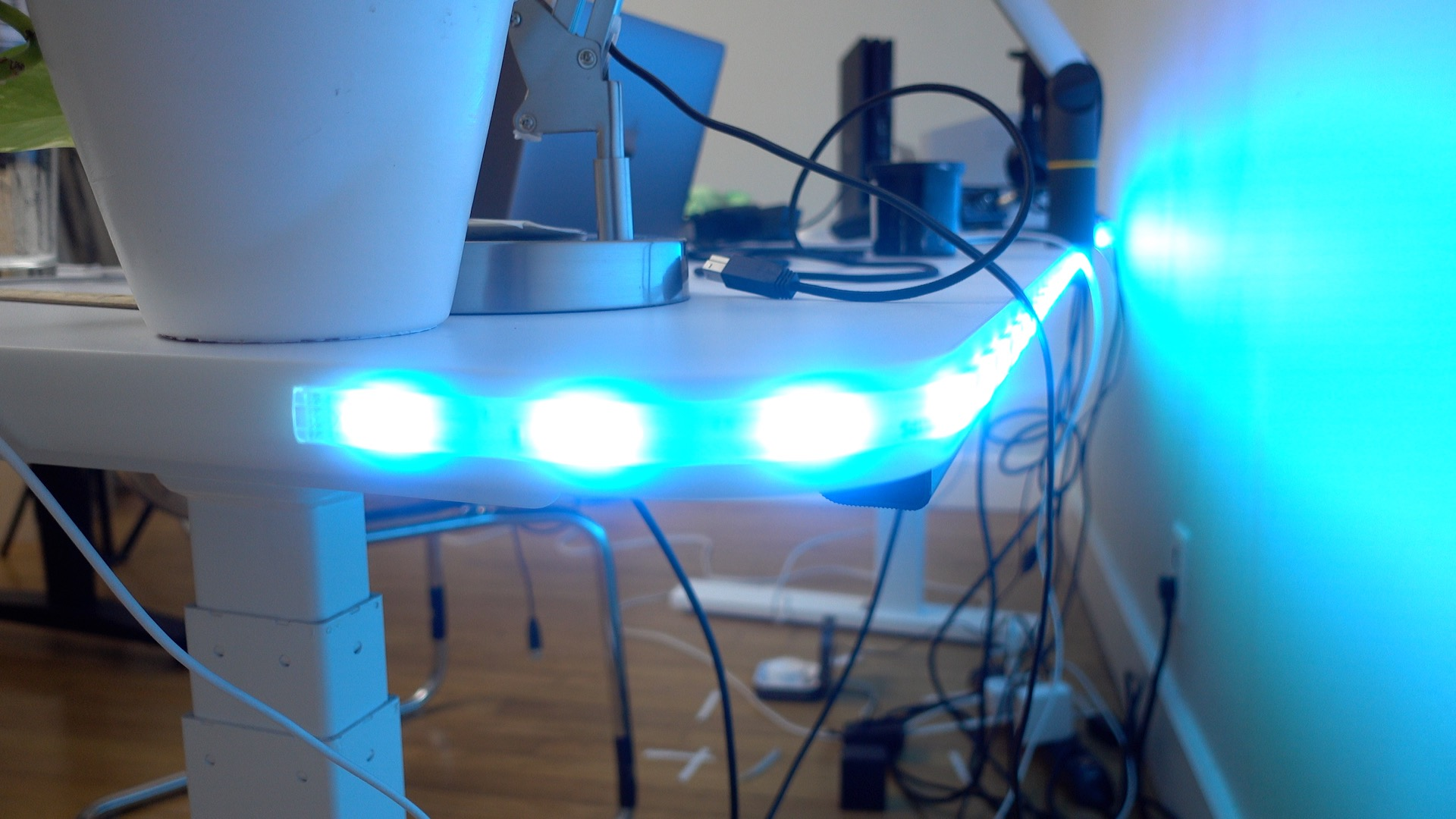 Philips Hue Led Lightstrip Plus Hands On Philips Hue Lightstrip Plus Gives You Iphone Controlled