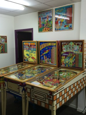 All the games at the Paris Pinball Museum are set to free play.