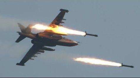 Su-25 feuert R-60 ab