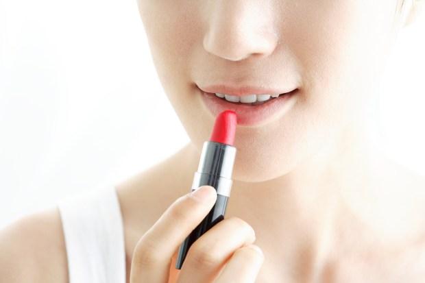 apply_lipstick