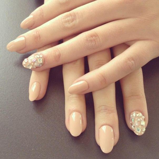 NYFW Nails 2 Rhinestones