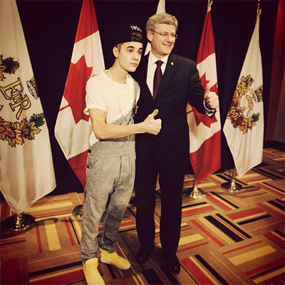 Justin Bieber meeting the Prime Minister of Canada in overalls