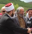 Vakif Sadrija Eminović (Desno) uvakufio je dzamiju u selu Vrhsjenice