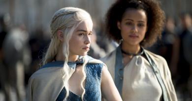 Emilia Clarke as Daenerys Targaryen, Nathalie Emmanuel as Missandei_photo Macall B.Polay_HBO