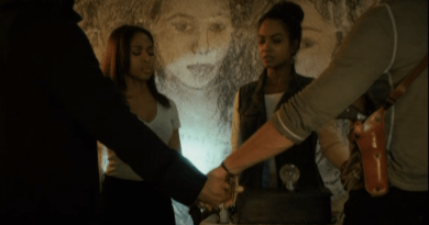 Featured Sleepy Hollow 2.9 hand holding