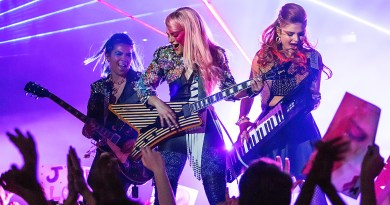 jem-and-holograms_1stPhoto