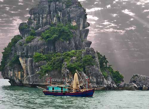 Impressive Hạ Long Bay in Vietnam - limestone islands in the Gulf of Tonkin
