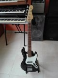 Squier Jazz Bass V
