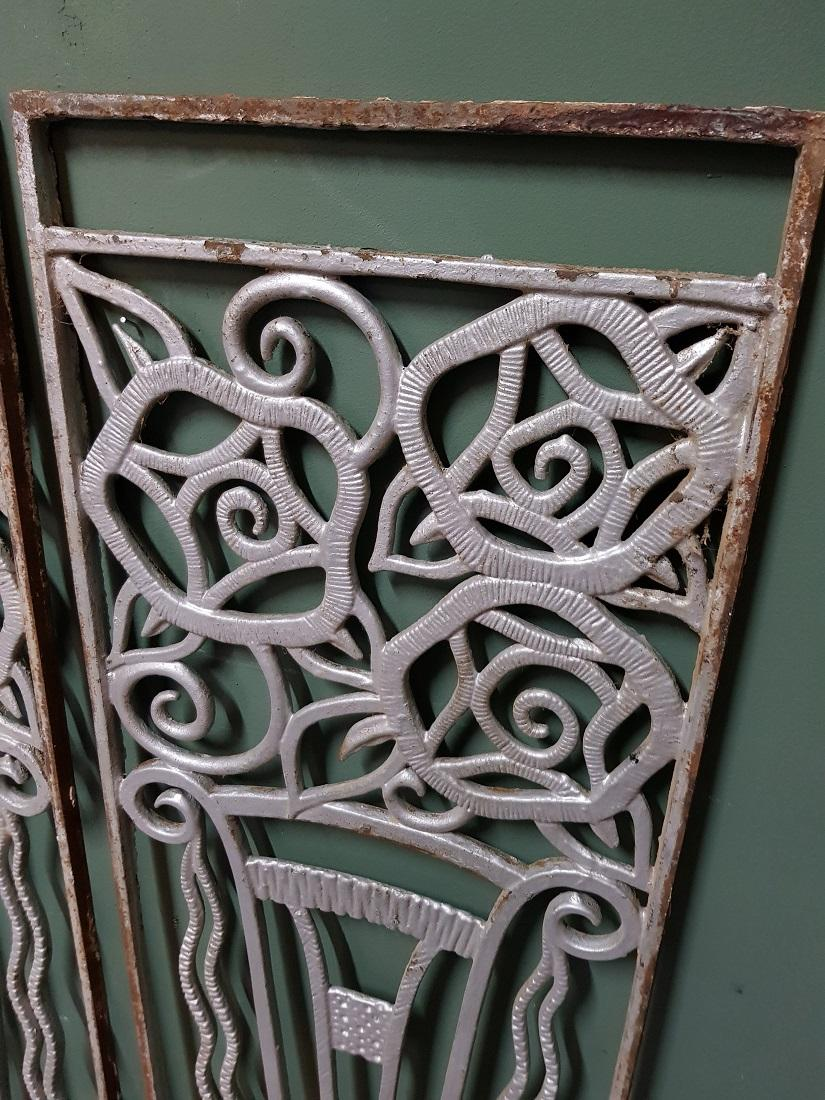 Push To Open Deur 1960s 1970s 2 French Cast Iron Door Fences With Vases And Flowers