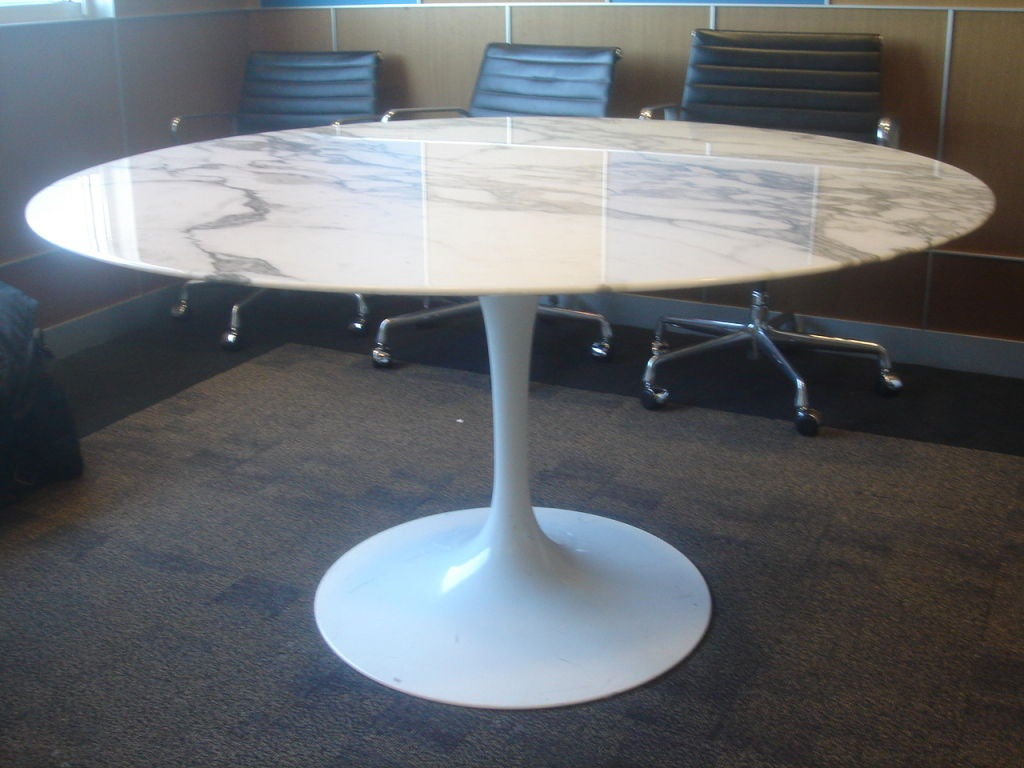 Knoll saarinen white dining table with 54 inch round marble top 2