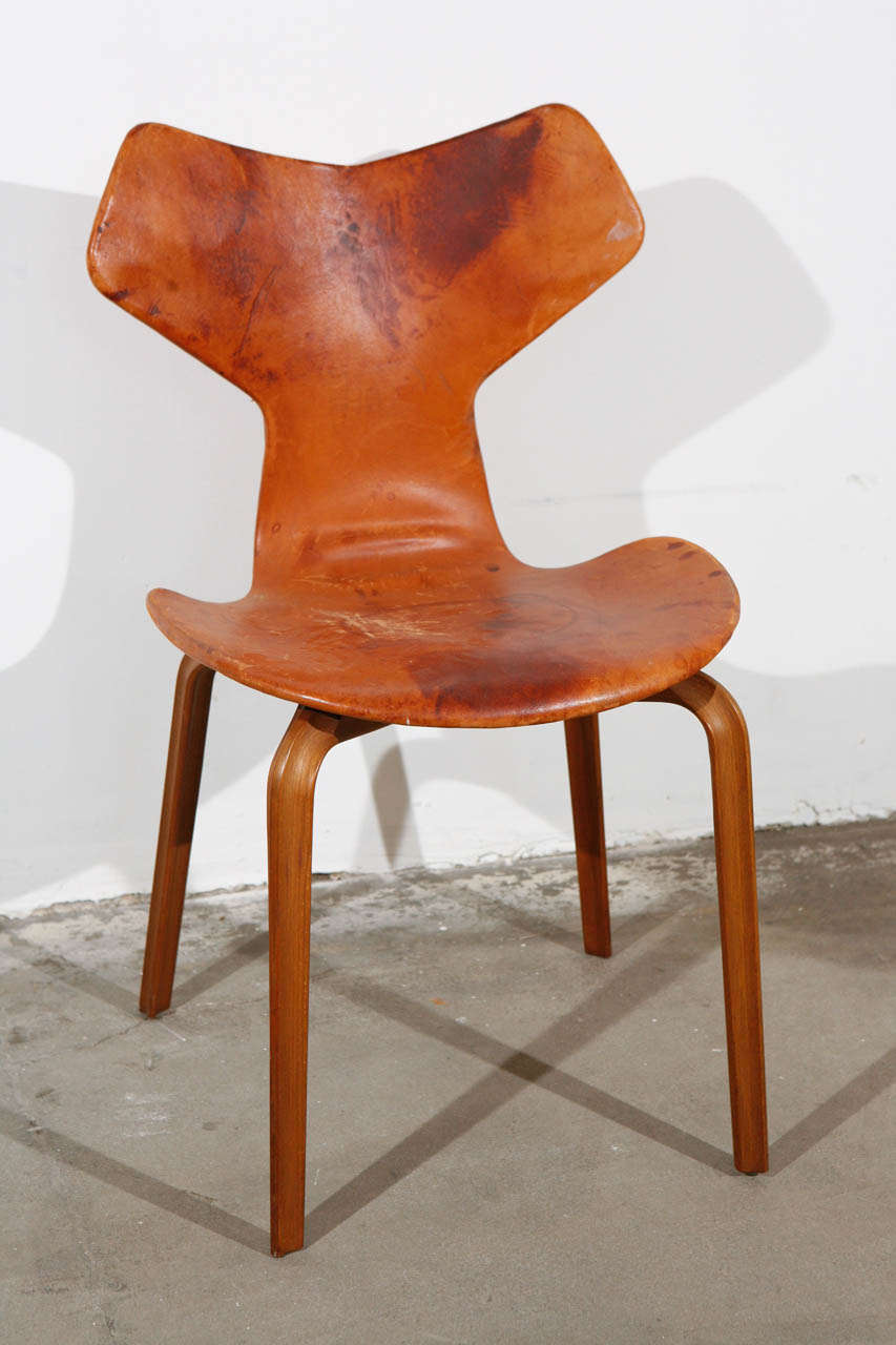 Arne Jacobsen 3107 Arne Jacobsen 'grand Prix' Chair At 1stdibs