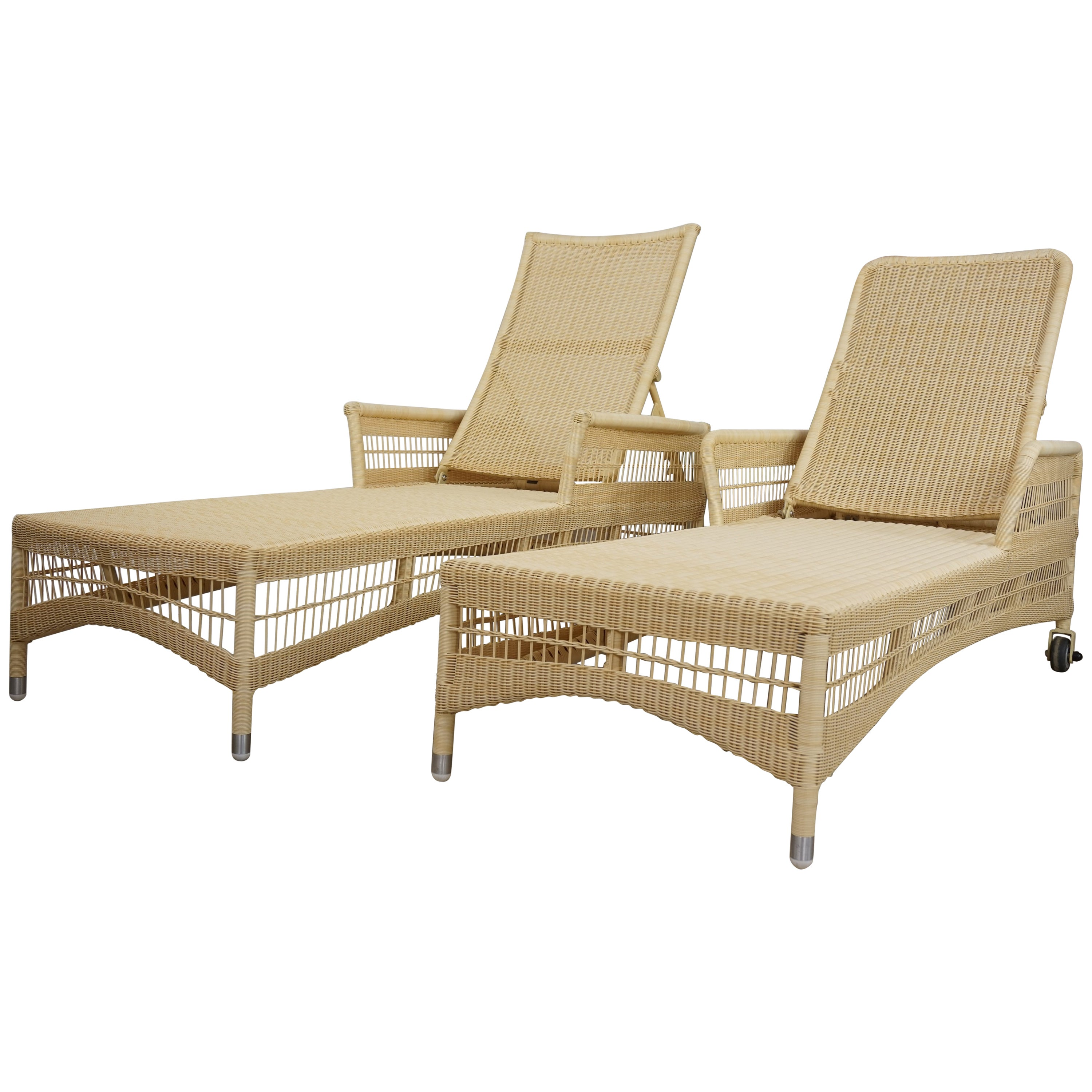 Chaises Longues Loom Lloyd Resin Pair Of Outdoor Chaises Longues Relax And Recliner