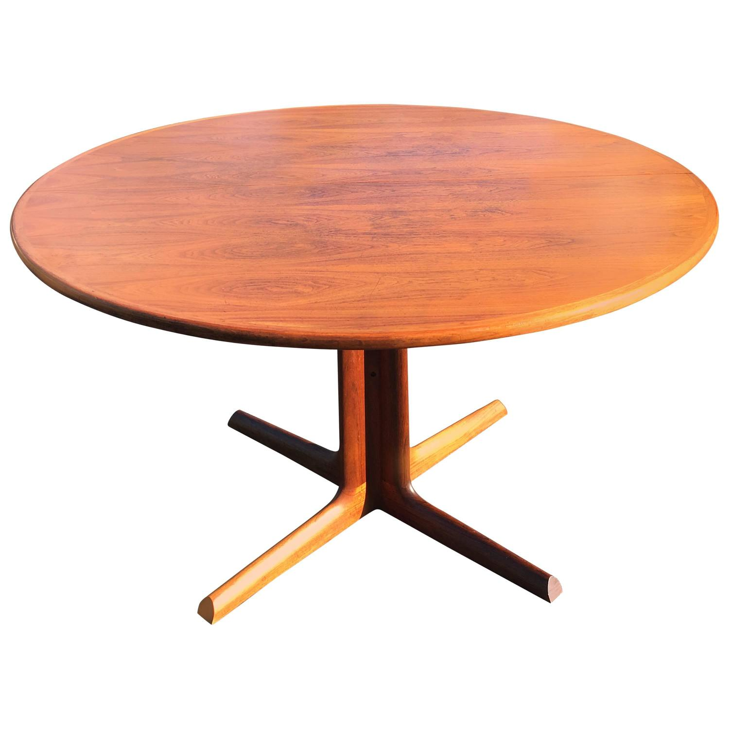 Mid Century Modern Walnut Extendable Dining Table For Sale