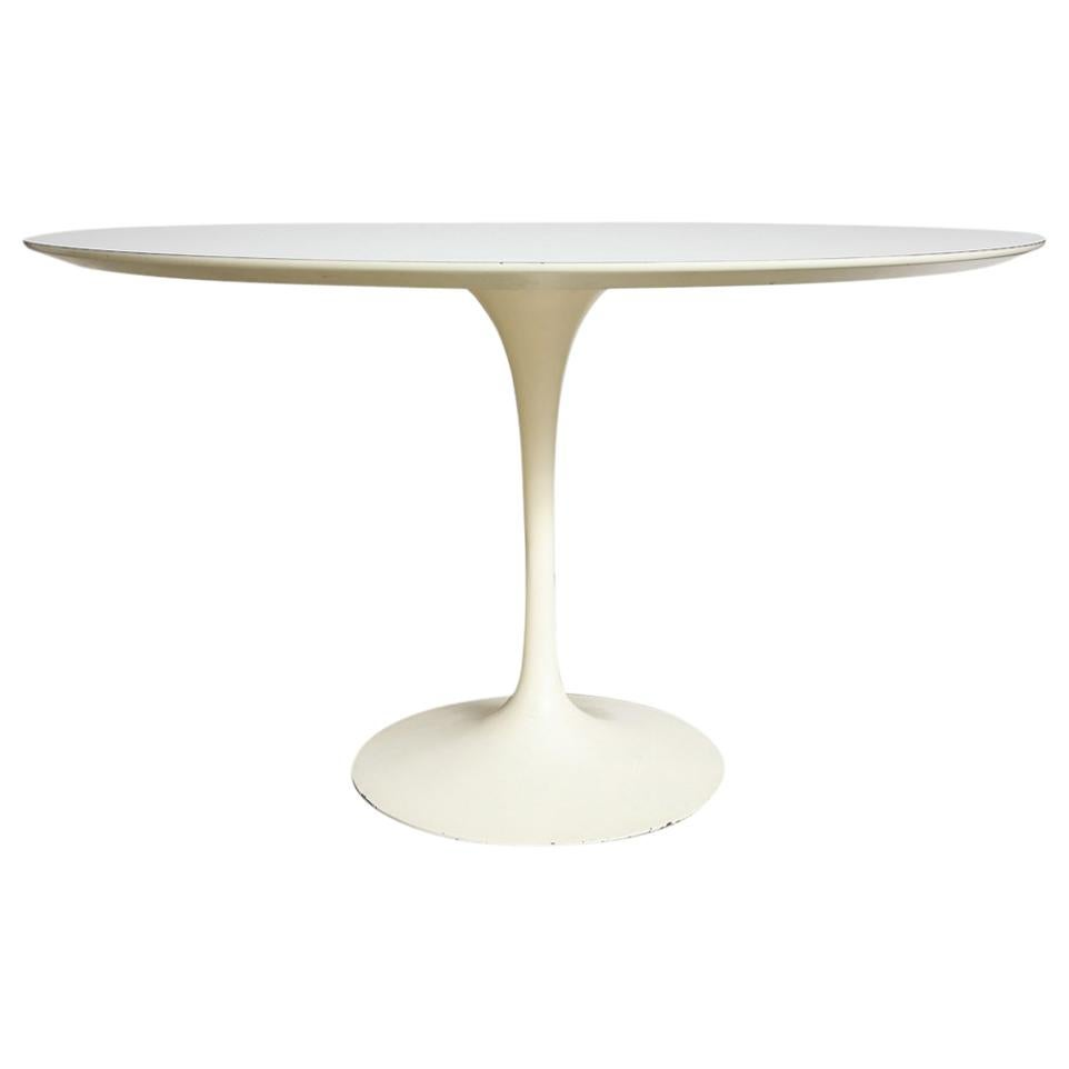 Knoll Table Knoll Saarinen Round Dining Table White Laminate Cast Iron
