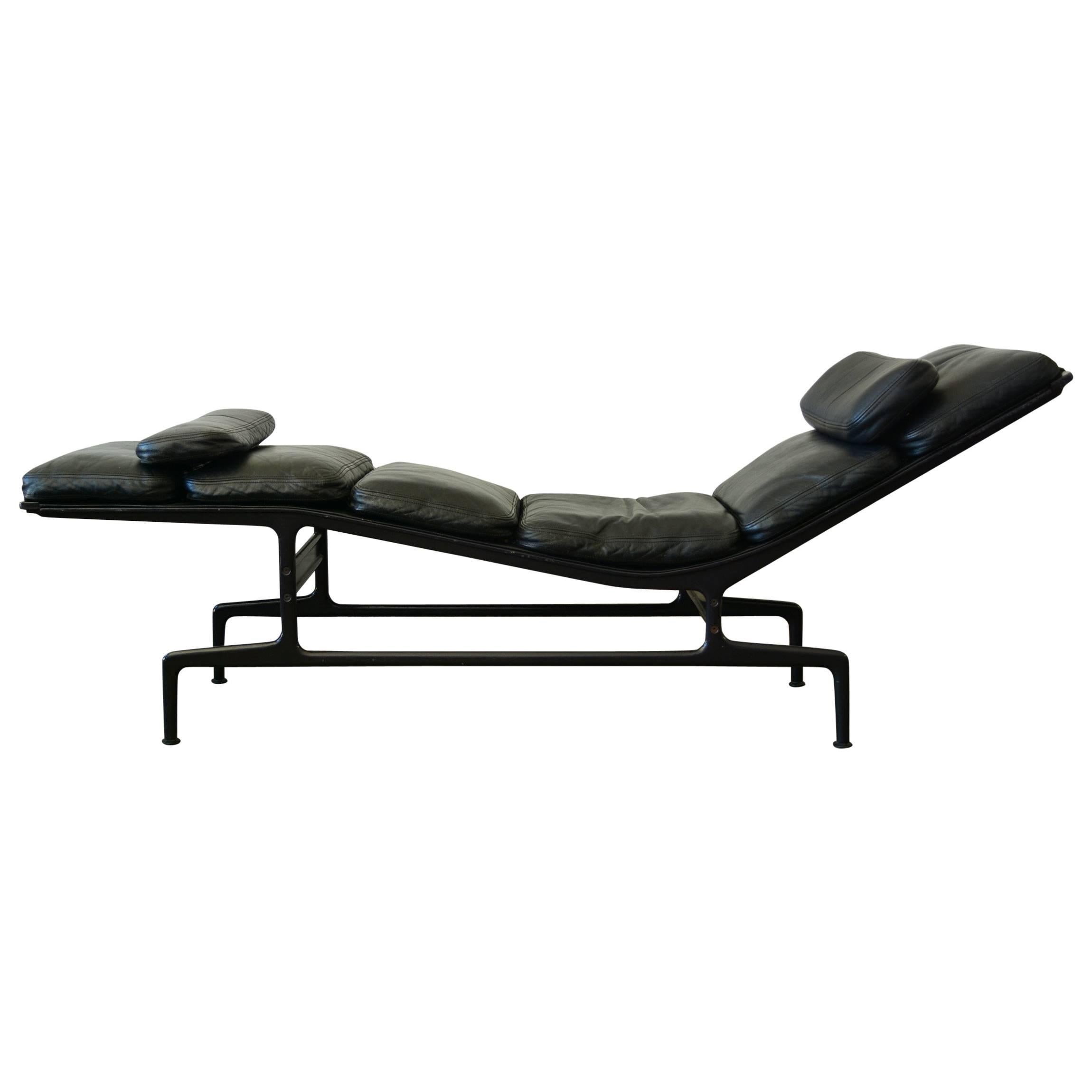 Chaise Design Eames Billy Wilder Chaise Lounge By Charles Eames