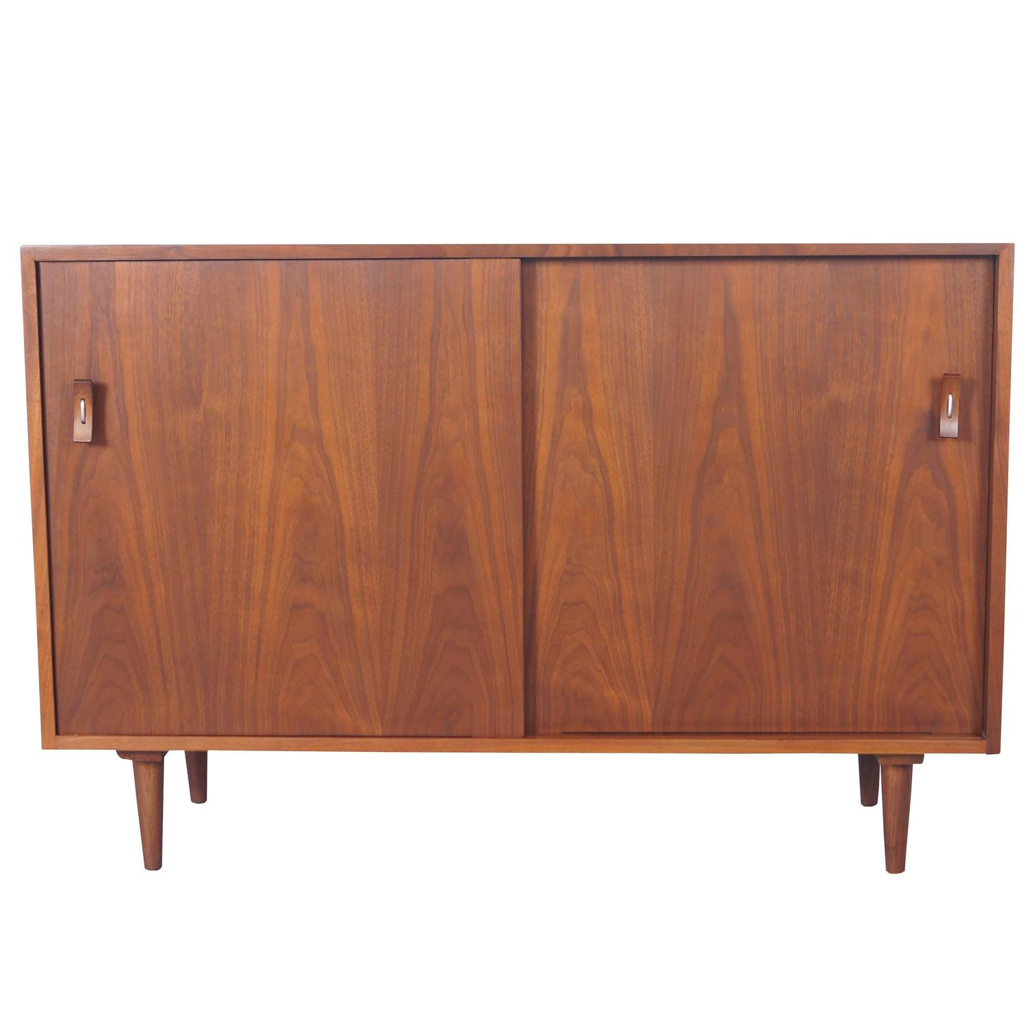 Nussbaum Sideboard Vintage Walnut Sideboard By Stanley Young For Sale At 1stdibs