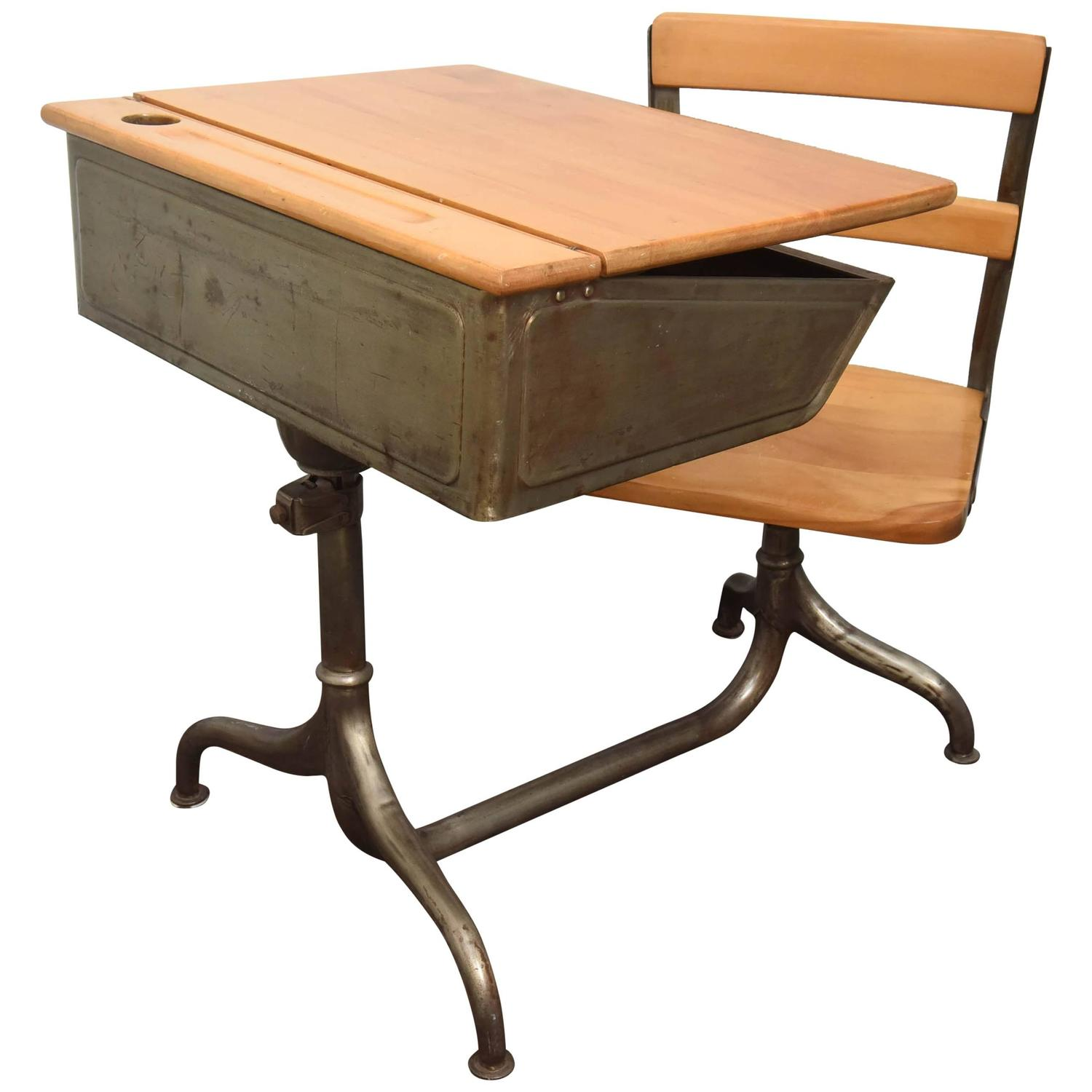 Schreibtisch Schulanfänger Child 39s School Desk With Attached Chair For Sale At 1stdibs