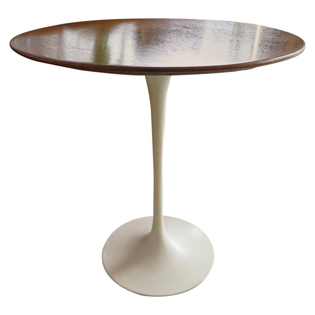 Saarinen Knoll Table Knoll Saarinen Side Table With Walnut Top