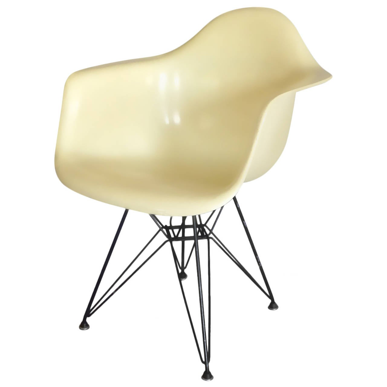 Eames Chair Dar Early Large Biscuit Eames Zenith Ivory Dar Fiberglass Chair On Eiffel Tower Base