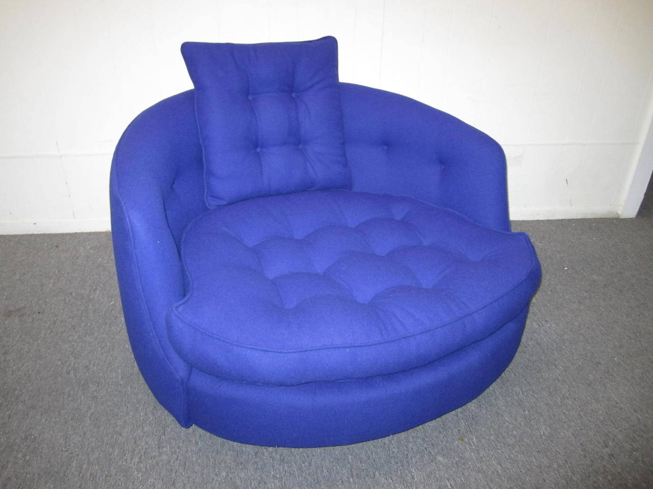 Fabulous Oversized Round Circular Milo Baughman Swivel Lounge Chair For Sale At 1stdibs