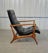 Mid-Century Modern Walnut and Leather Lounge Chair at 1stdibs