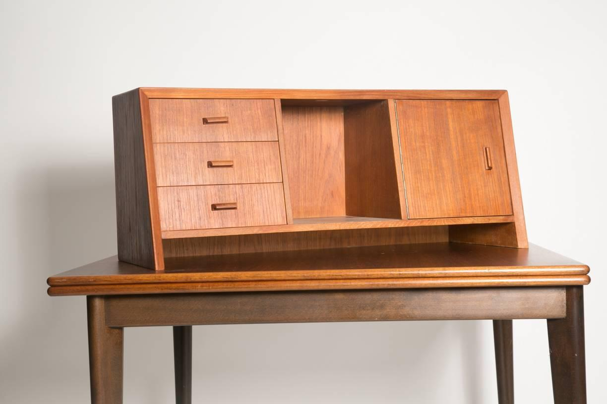 Fullsize Of Desk With Hutch