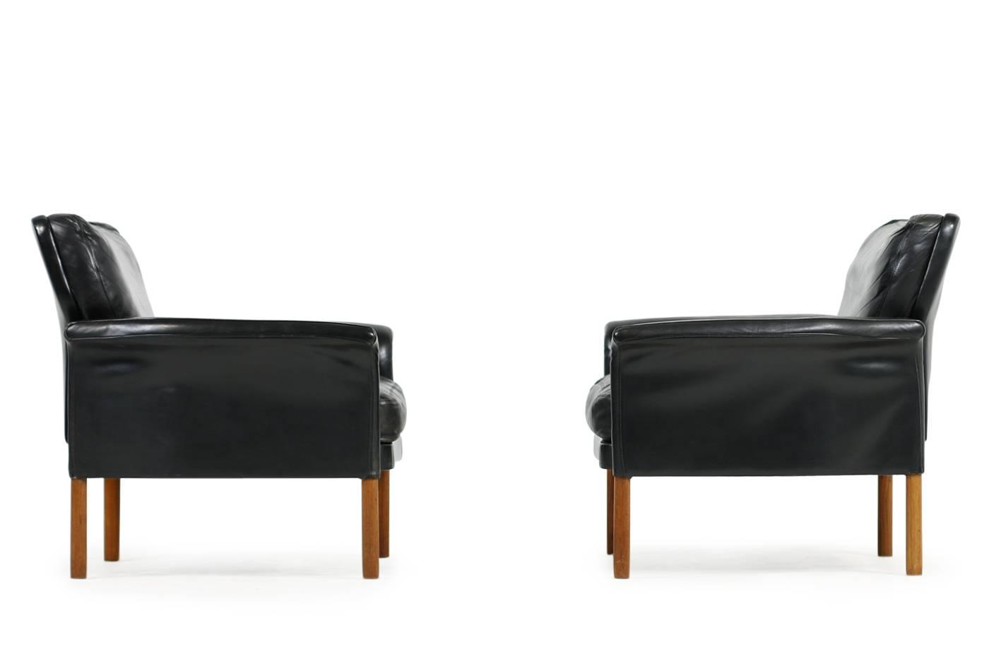 Hans Olsen Sessel Pair Of Leather And Teak Lounge Chairs With Down Filling