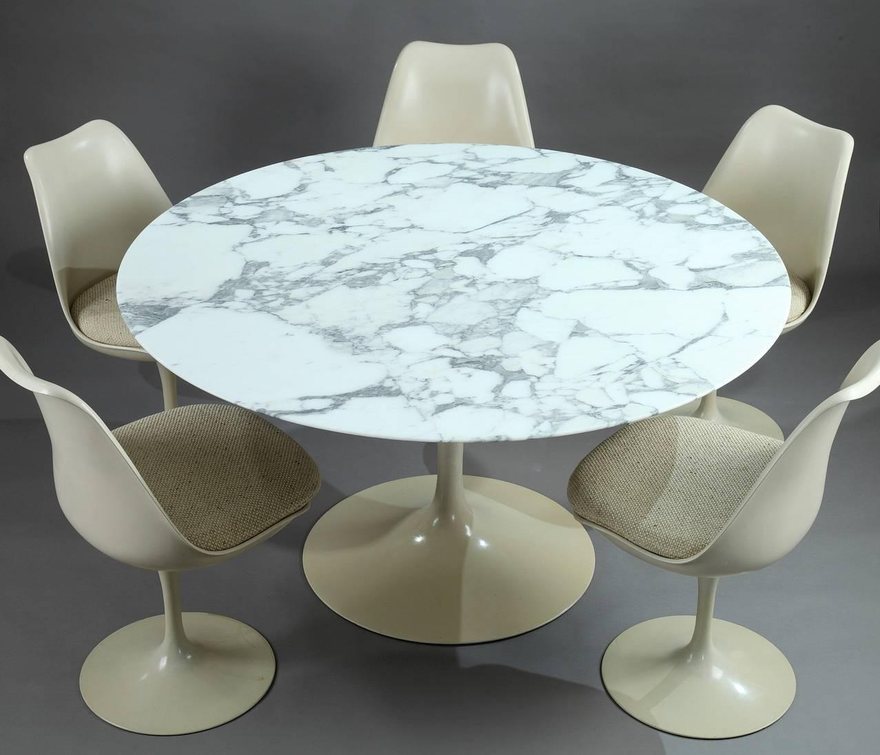 Table Knoll Tulipe Tulip Dining Table And Set Of Five Tulip Seats By Eero Saarinen For Knoll
