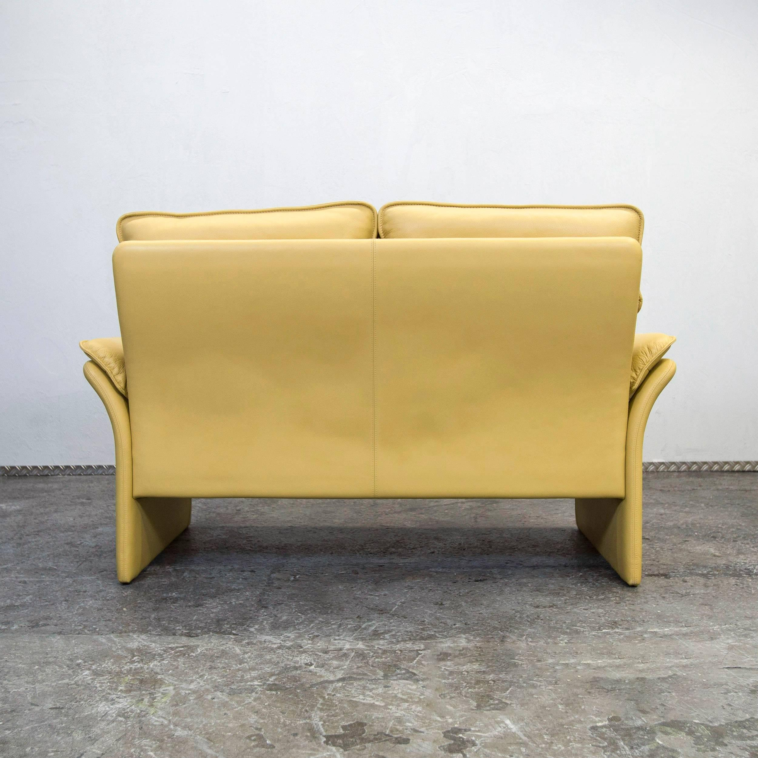 Designer Guild Sessel Dreipunkt Designer Leather Sofa Mustard Yellow Two-seat