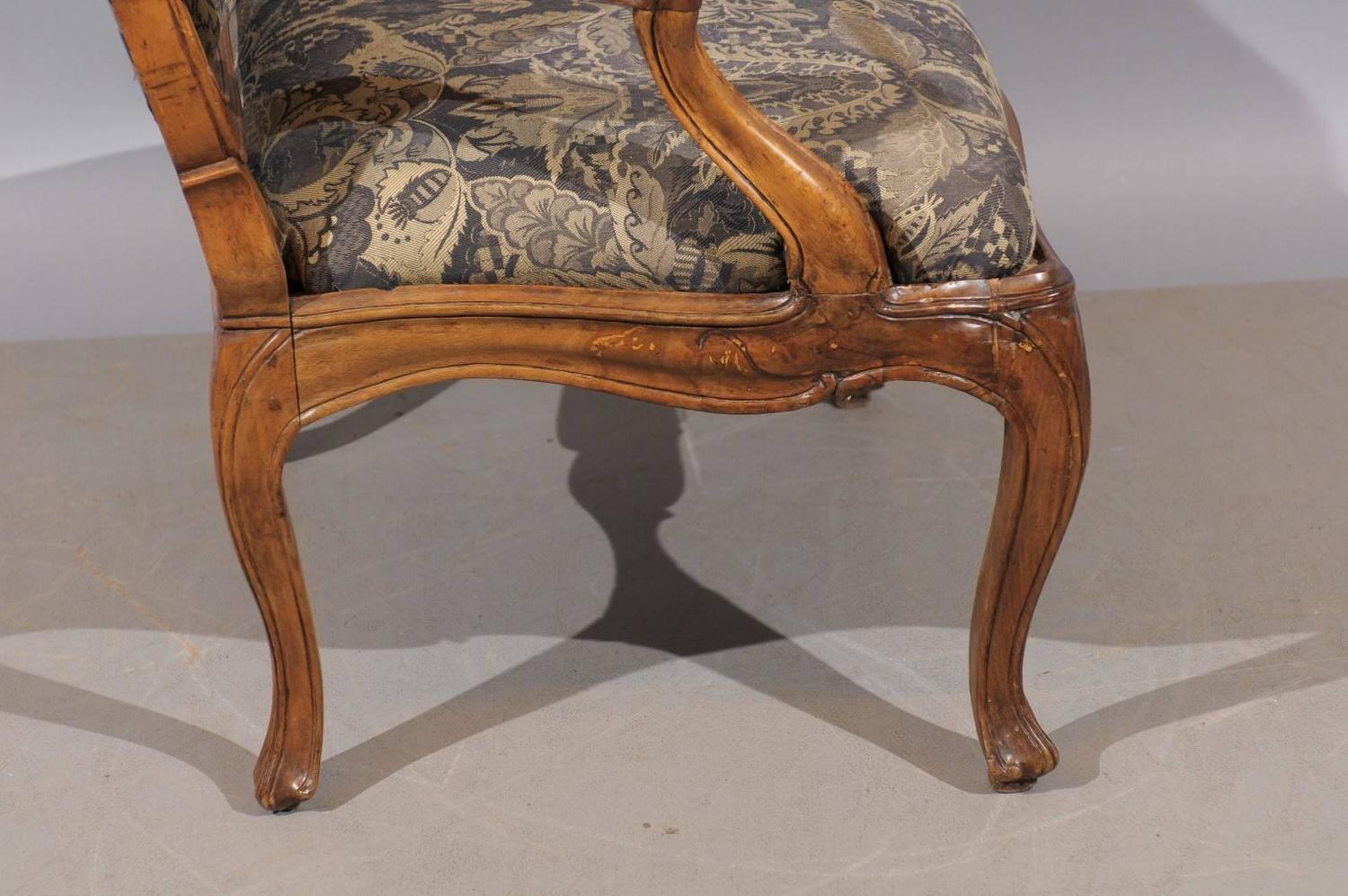 Fauteuils Customisés 18th Century French Regence Fauteuil Au Chasse In Walnut