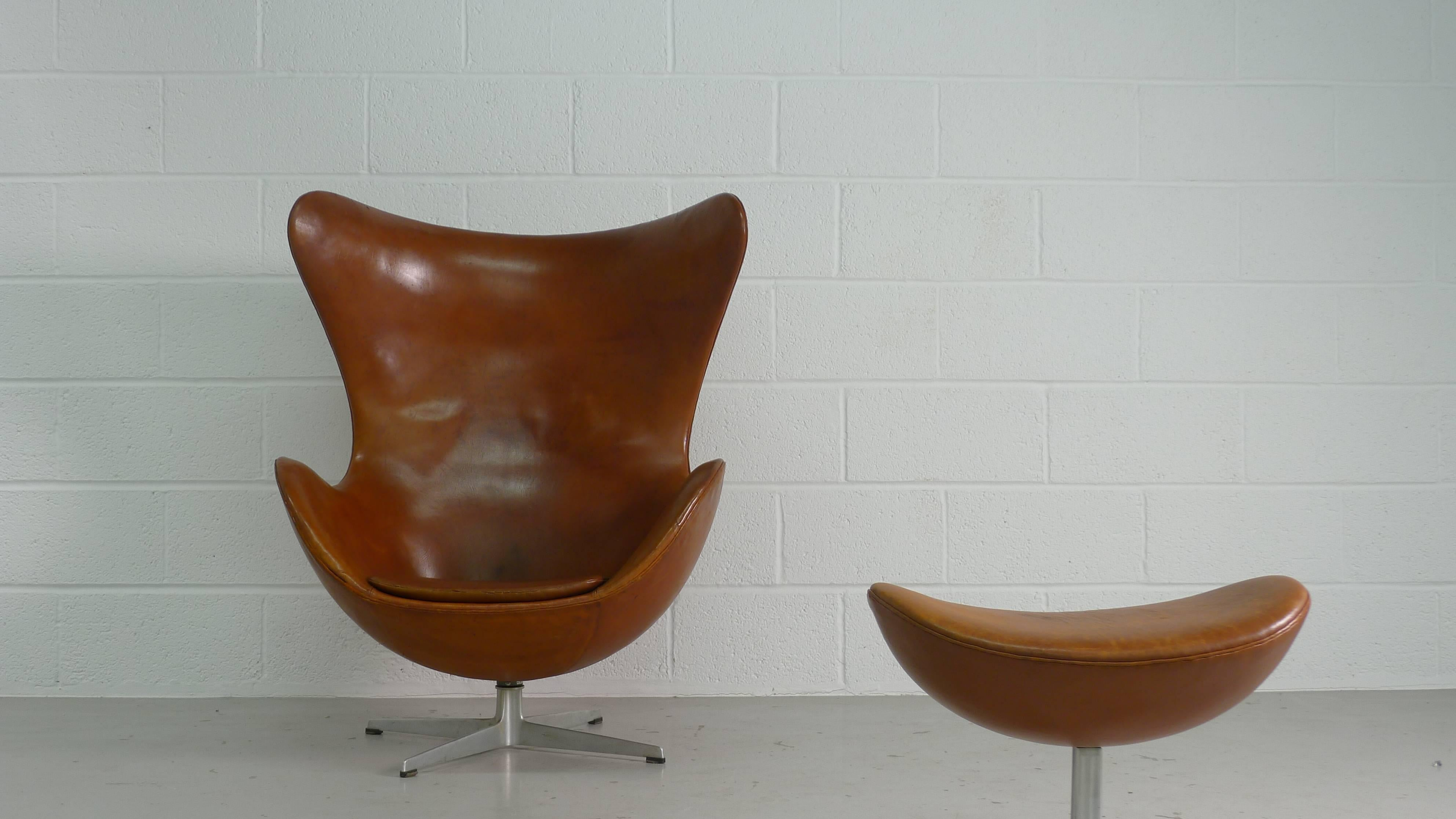 Arne Jacobsen Egg Chair And Ottoman In Original Brown
