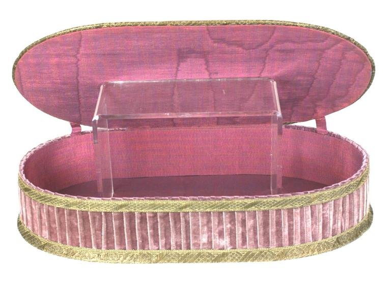 Wonderful Deco French Boudoir Box With Chenille Embroidery