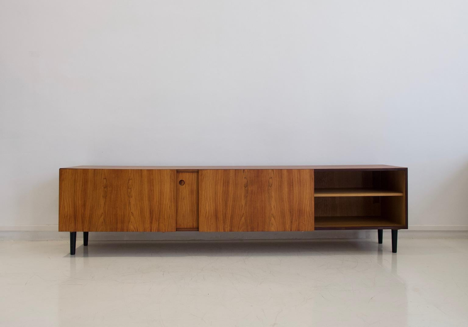 Langes Sideboard Long Sideboard By Ib Kofod Larsen For Faarup Mobelfabrik