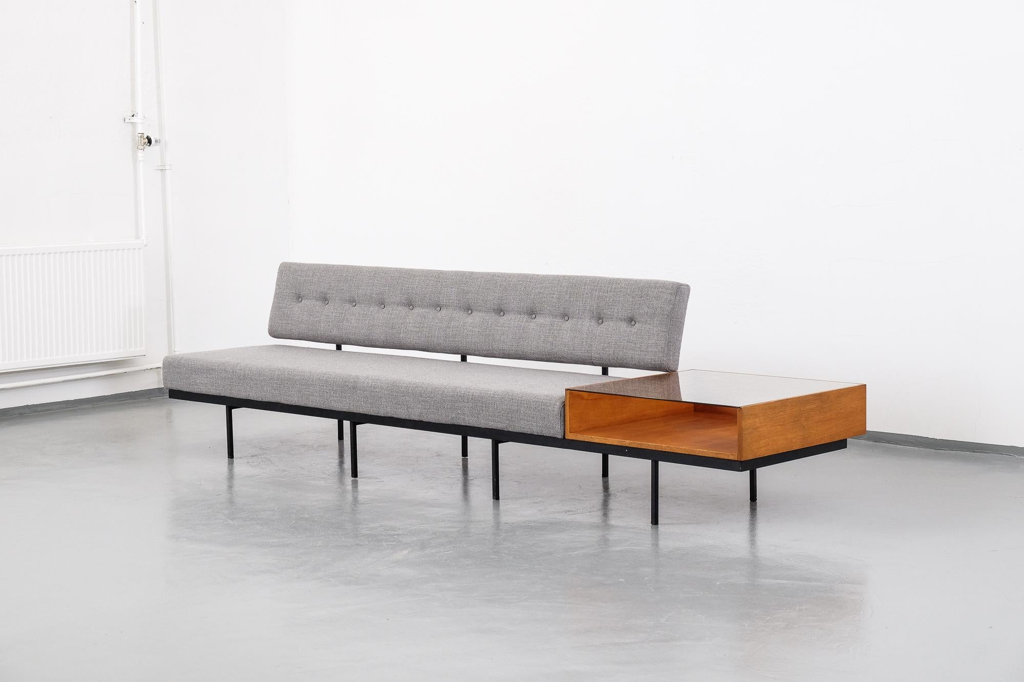 Florence Knoll Sessel Mid Century Modern Florence Knoll Sofa With Walnut Table Attachment 1950s