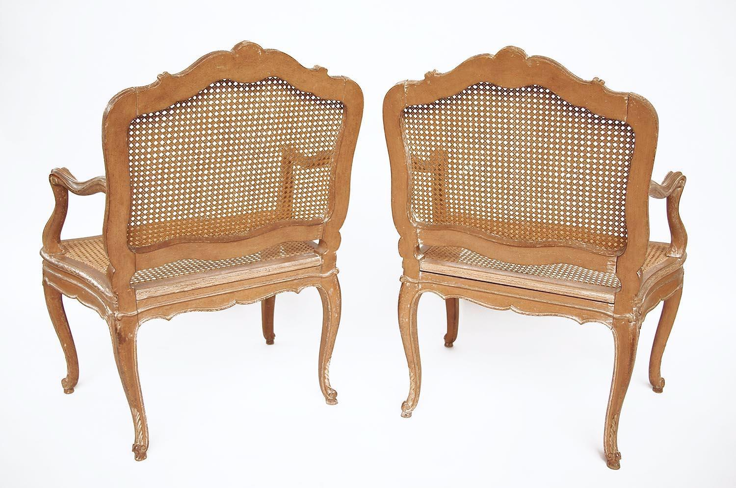 Fauteuils Cannés Louis Xv Pair Of Canned Louis Xv Style Armchairs In Cream Lacquered Wood Circa 1880