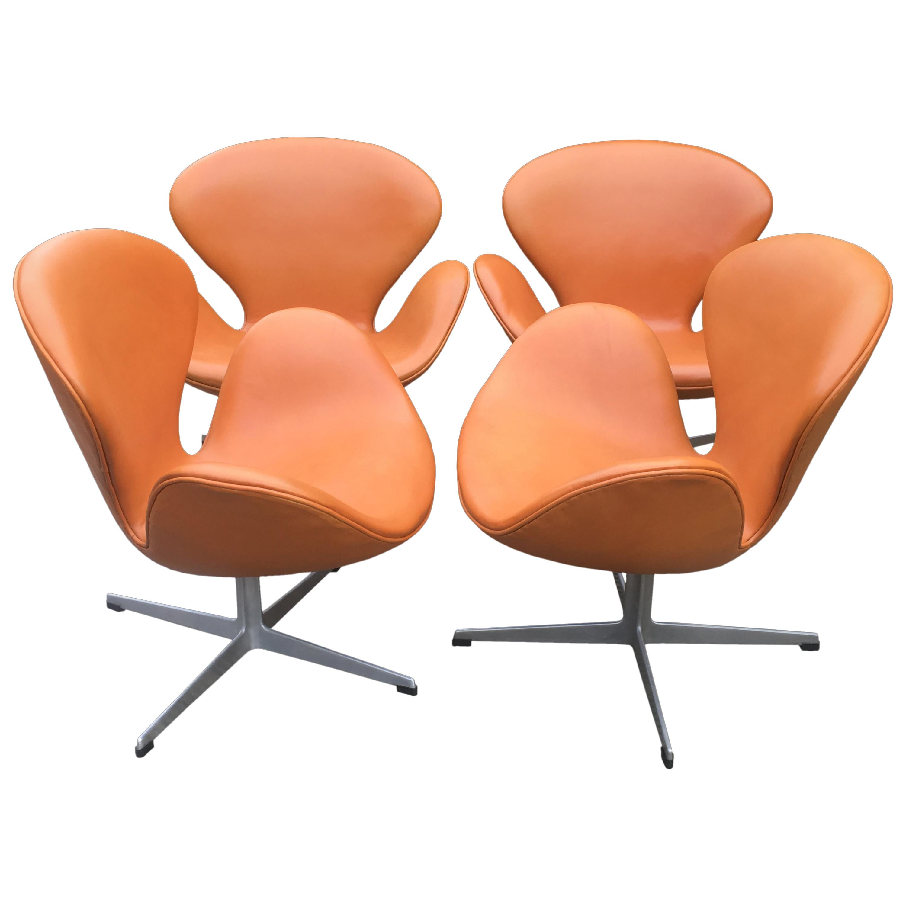 Rare Pair Of Cognac Leather Swan Chairs By Arne Jacobsen For Fritz Hansen At 1stdibs