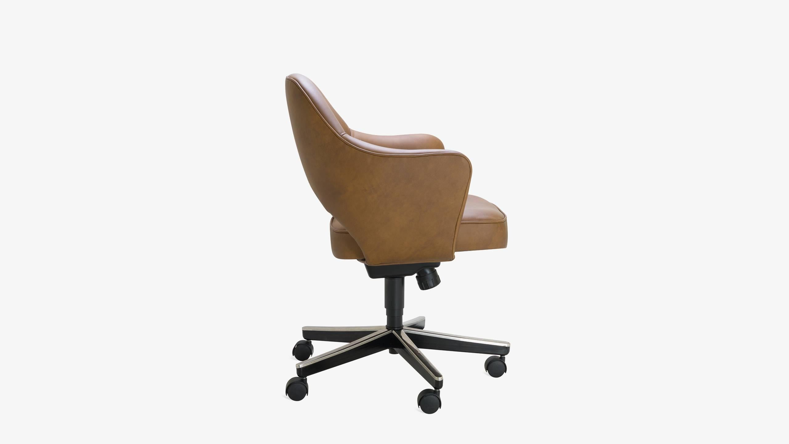 Saddle Office Chair Saarinen Executive Arm Chair In Saddle Leather Swivel Base