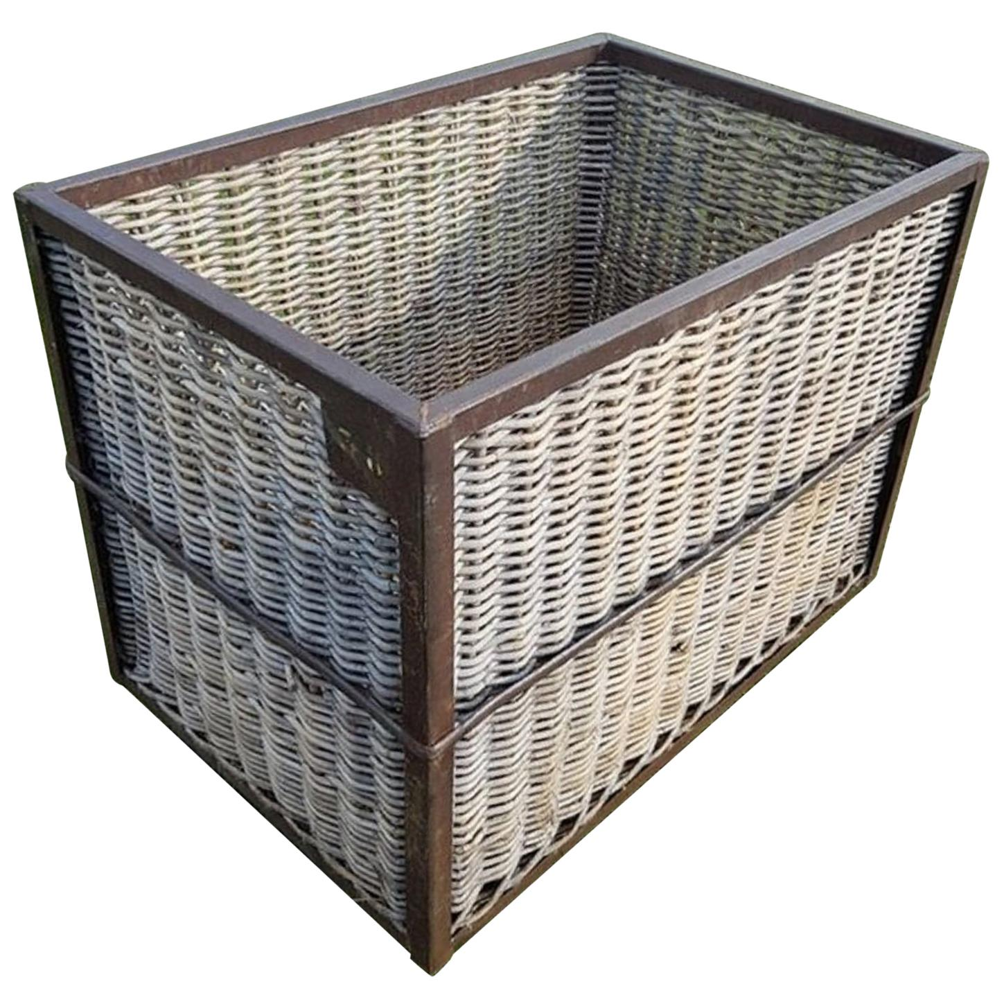 Metal Wash Bin Vintage Steel Frame Wicker Laundry Basket Bin On Wheels