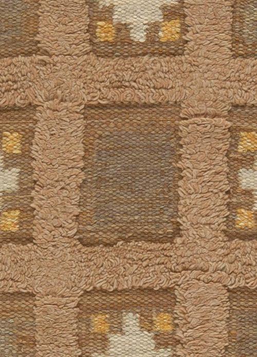 Medium Of Low Pile Carpet