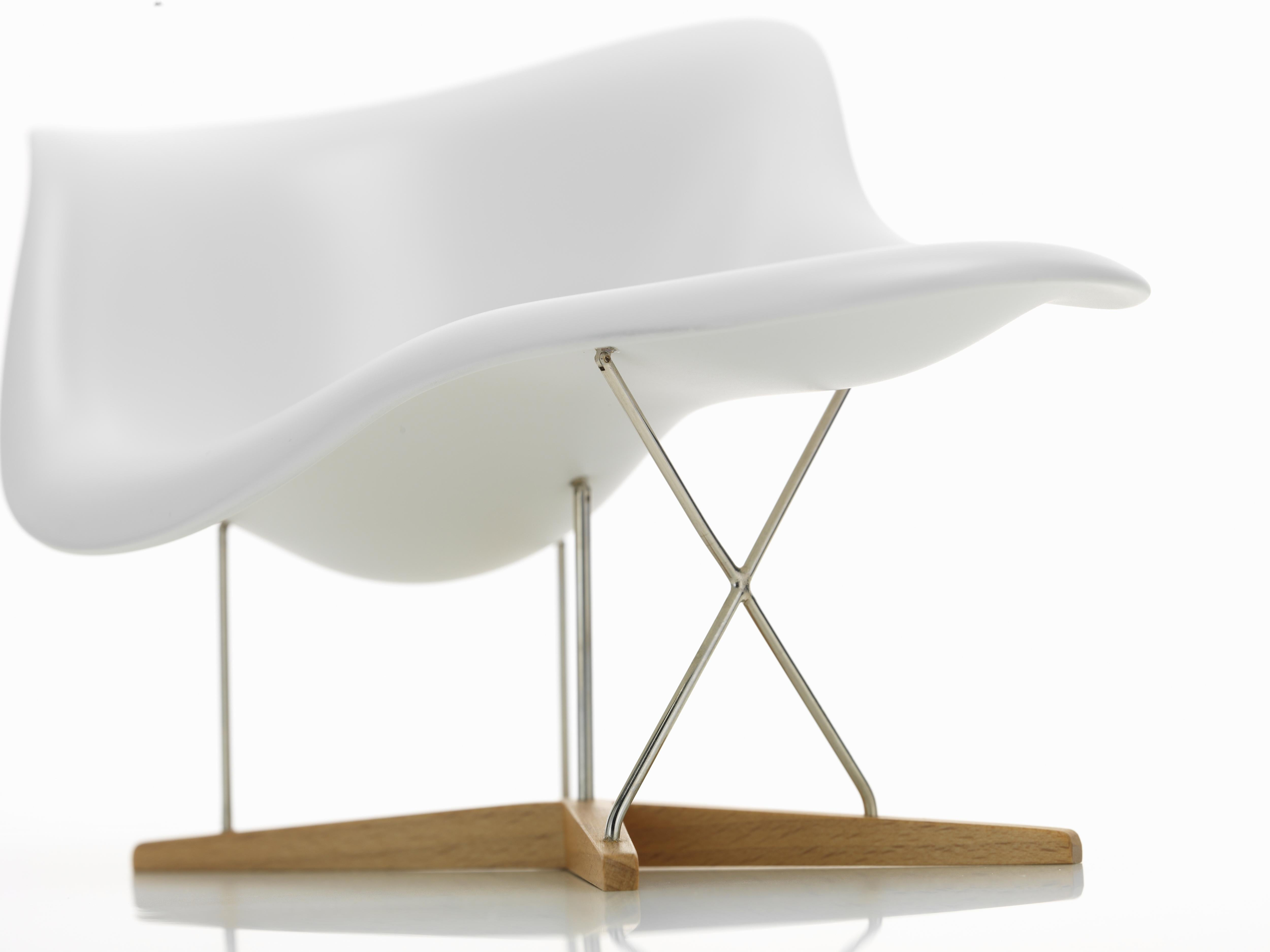 Chaise Design Miniature Vitra Miniature La Chaise By Charles Ray Eames
