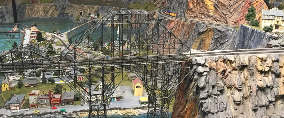 Fall Feather Wallpaper Take A 360 Ride Through A Massive Model Train Set Abc News