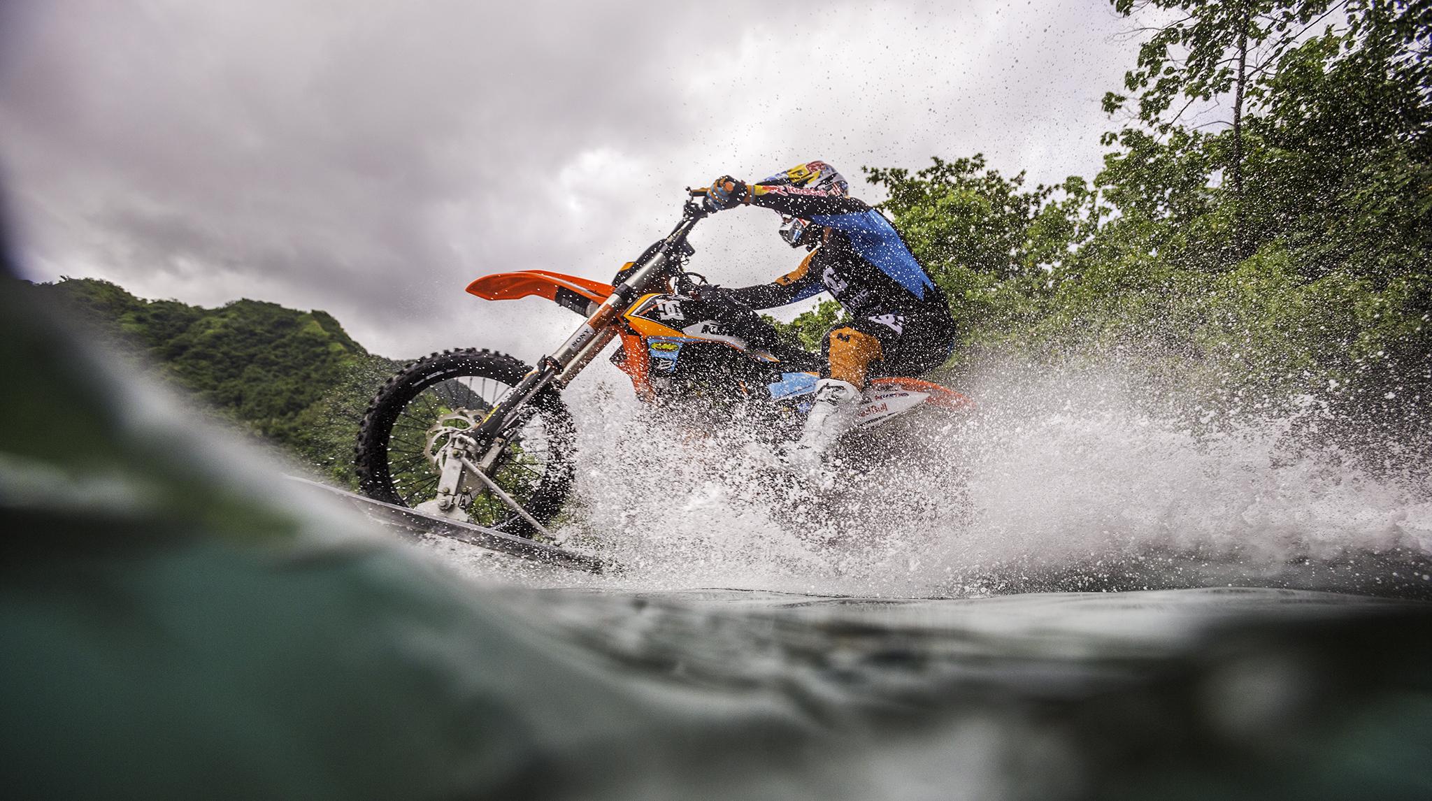 Une Surfe video Vague Robbie Moto En Fmx impensable Maddison aqIRUwF