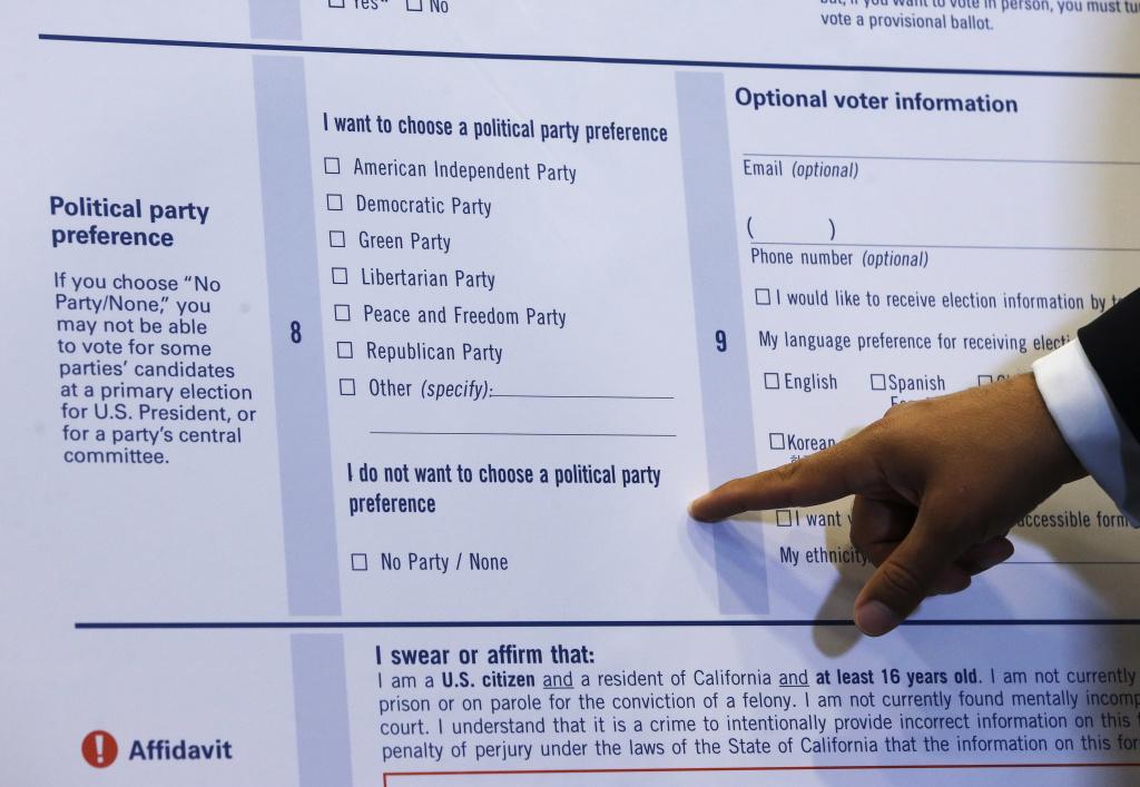 California updates voter registration card to reduce errors 893 KPCC