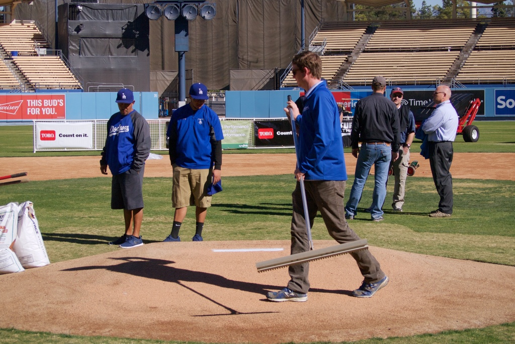 Off-Ramp® Slideshow At annual conference, MLB groundskeepers talk
