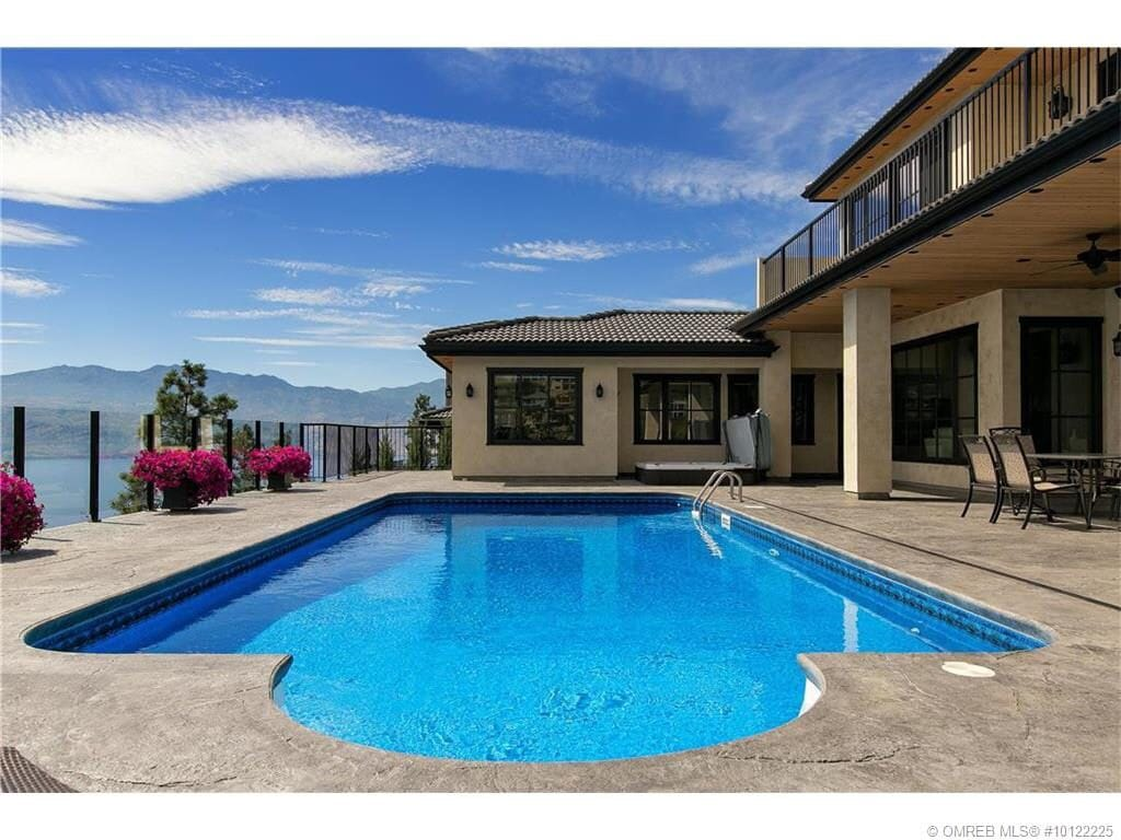 Jacuzzi Pool And Spa Kelowna Mission Hill Lake View United( Pool And Hot Tub) - Bed And