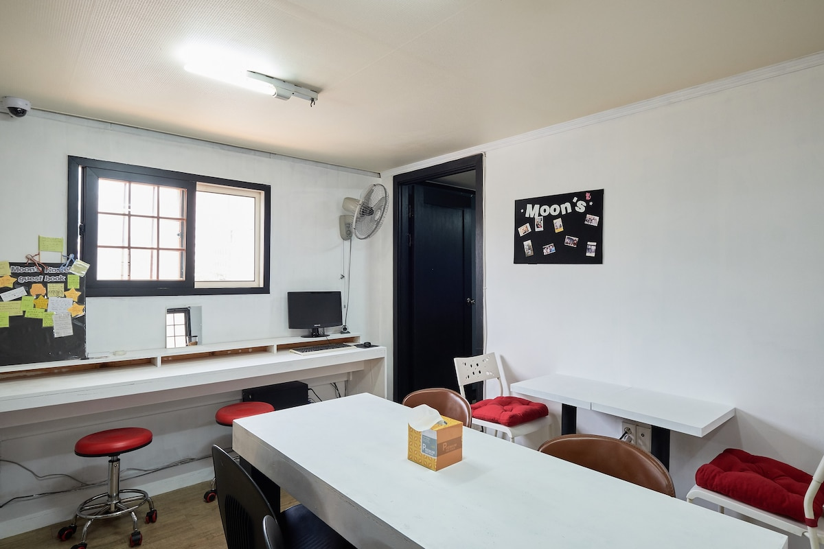 Moon39s Hostel Myeongdong Single Room Bed And Breakfasts