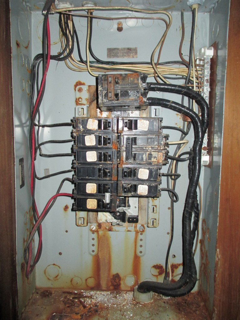 100 amp fuse box in house