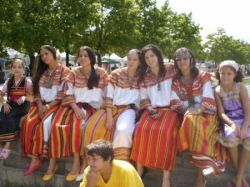 ... looking kabyles are a recent group just look at the clothing kabyle