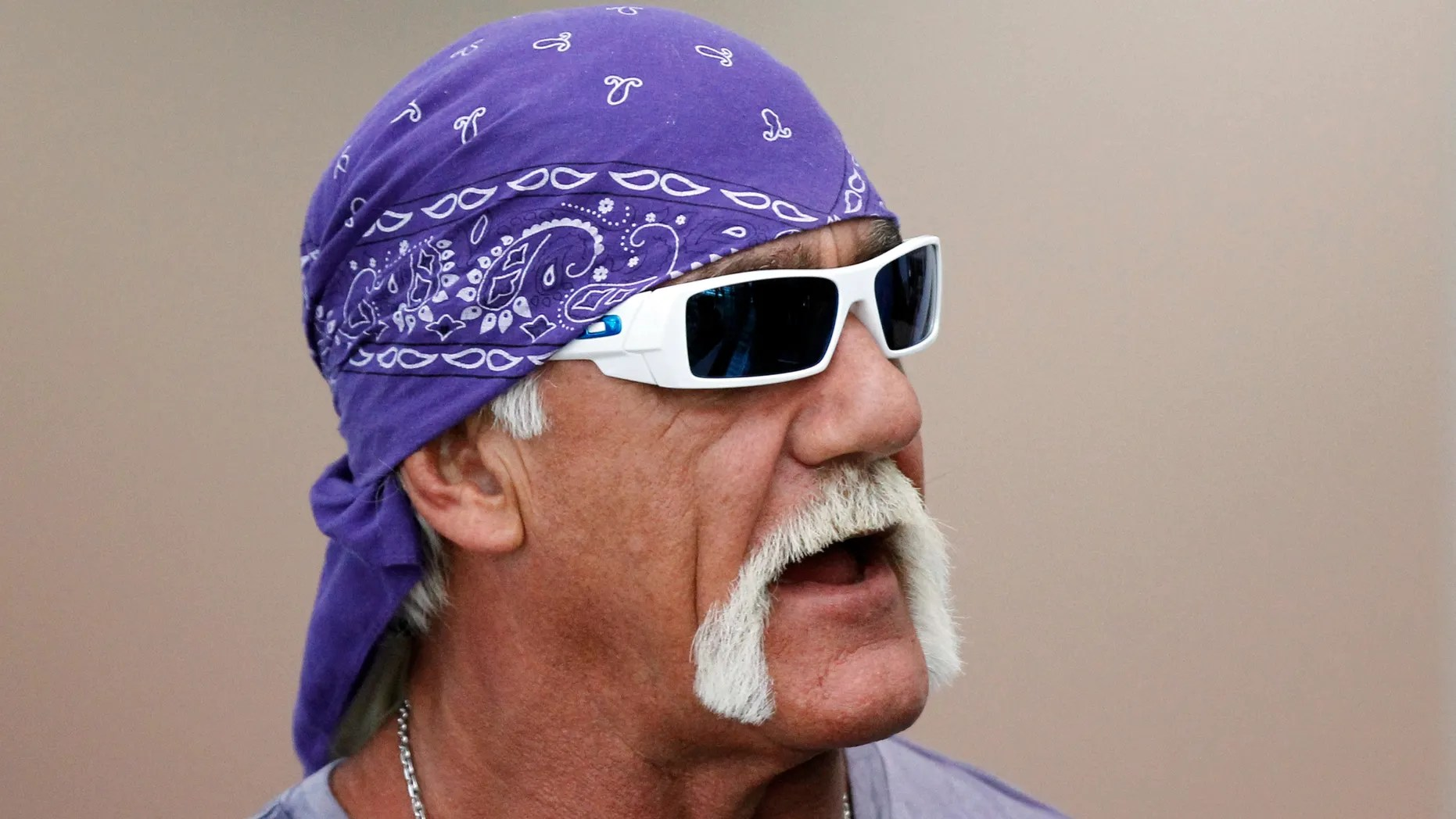 Hulk Hogan Twitter Hulk Hogan Confuses Dead Jackass Star Ryan Dunn With Living Bam